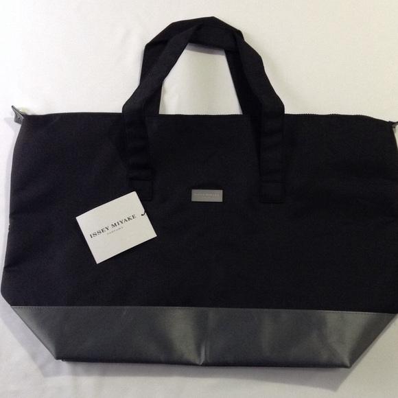 Issey Miyake travel bag e727029c335e1